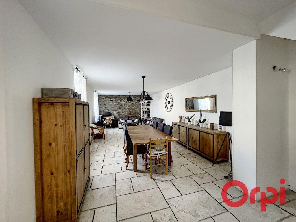 Maison à vendre 7 175m2 à Saint-Amand-Montrond vignette-1