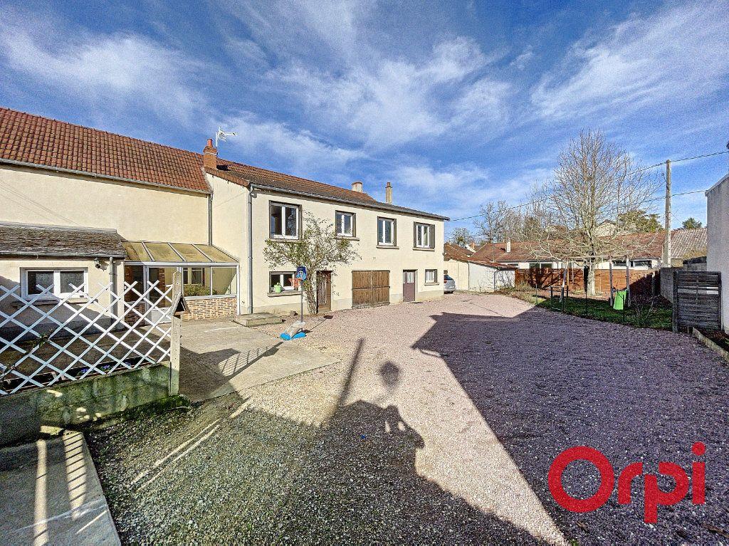Maison à vendre 7 175m2 à Saint-Amand-Montrond vignette-2