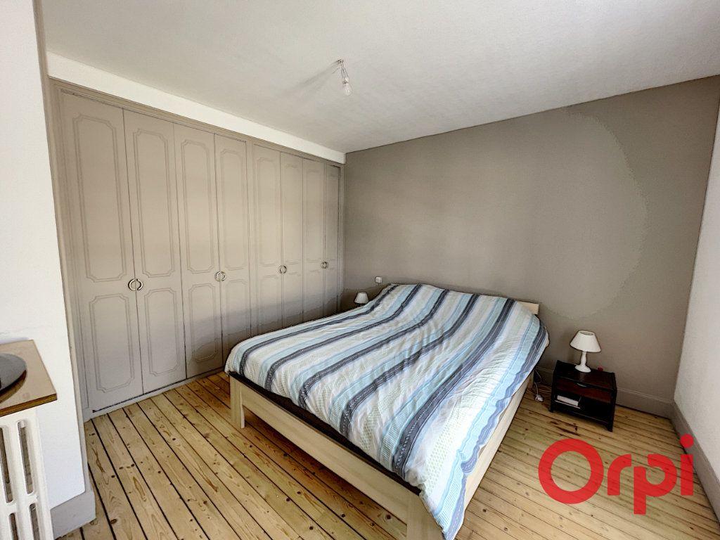 Maison à vendre 7 175m2 à Saint-Amand-Montrond vignette-5