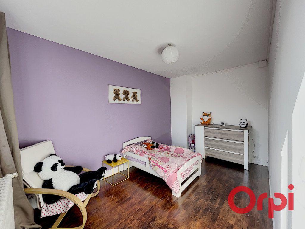 Maison à vendre 7 175m2 à Saint-Amand-Montrond vignette-6