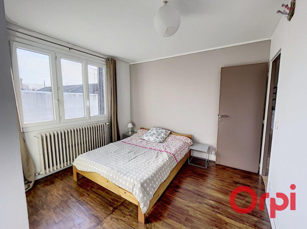 Maison à vendre 7 175m2 à Saint-Amand-Montrond vignette-7