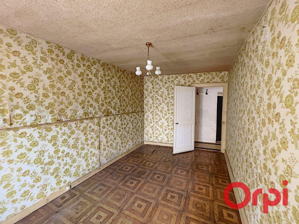 Maison à vendre 2 50m2 à Saint-Amand-Montrond vignette-4