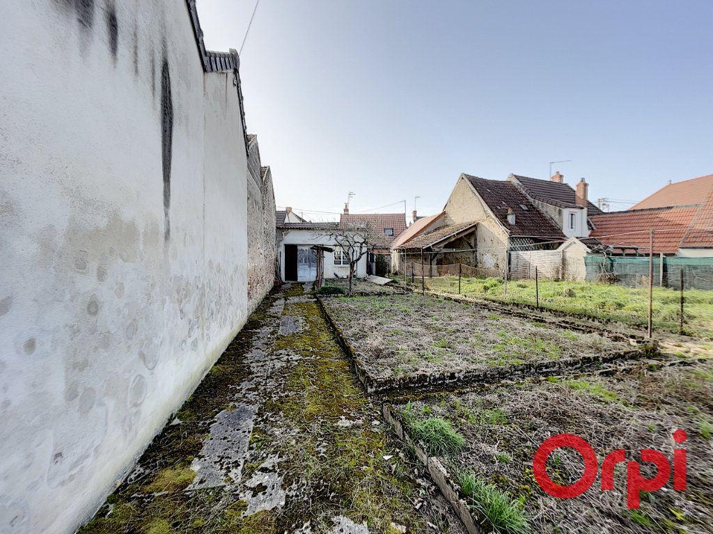 Maison à vendre 2 50m2 à Saint-Amand-Montrond vignette-6