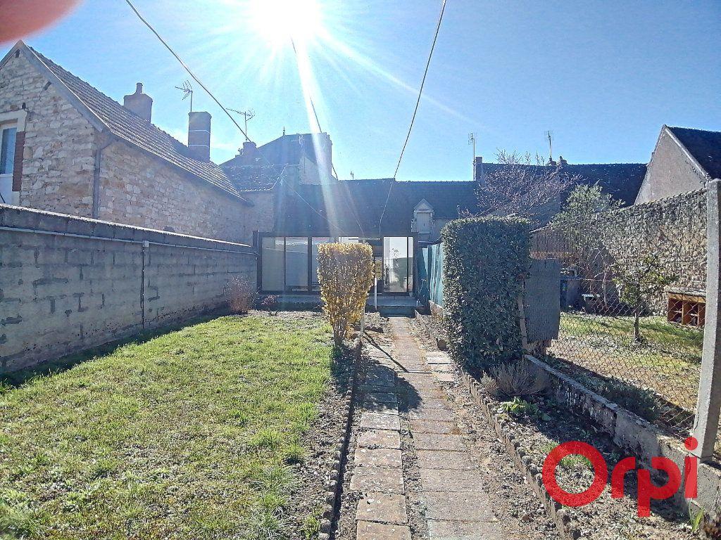 Maison à vendre 3 68.2m2 à Saint-Amand-Montrond vignette-1