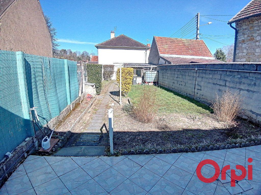 Maison à vendre 3 68.2m2 à Saint-Amand-Montrond vignette-8