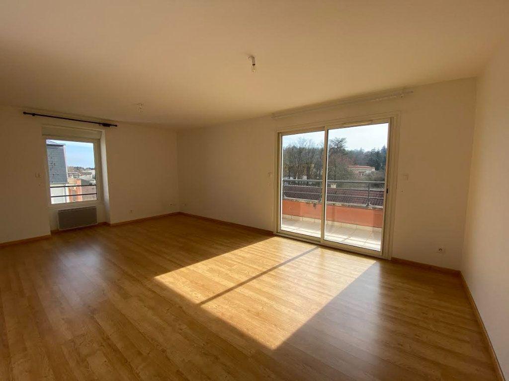 Appartement à vendre 3 70m2 à Saint-Amand-Montrond vignette-1
