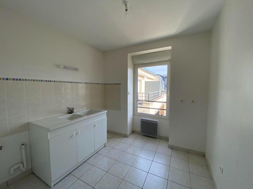 Appartement à vendre 3 70m2 à Saint-Amand-Montrond vignette-2