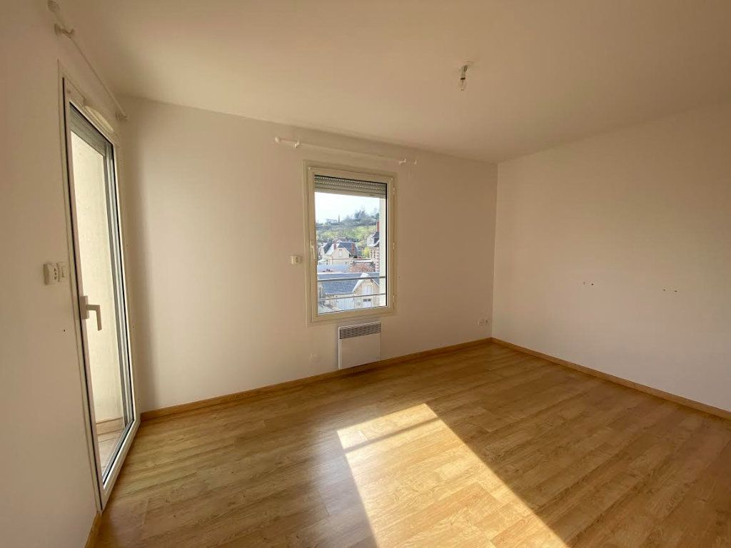Appartement à vendre 3 70m2 à Saint-Amand-Montrond vignette-3