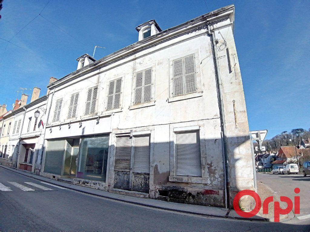 Maison à vendre 9 322m2 à Châteauneuf-sur-Cher vignette-1