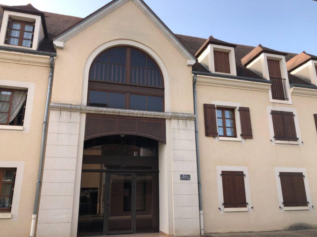 Appartement à vendre 3 76.02m2 à Saint-Amand-Montrond vignette-1