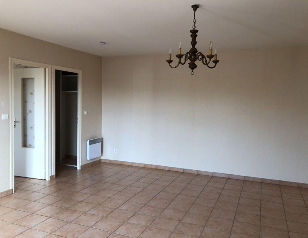 Appartement à vendre 3 76.02m2 à Saint-Amand-Montrond vignette-3