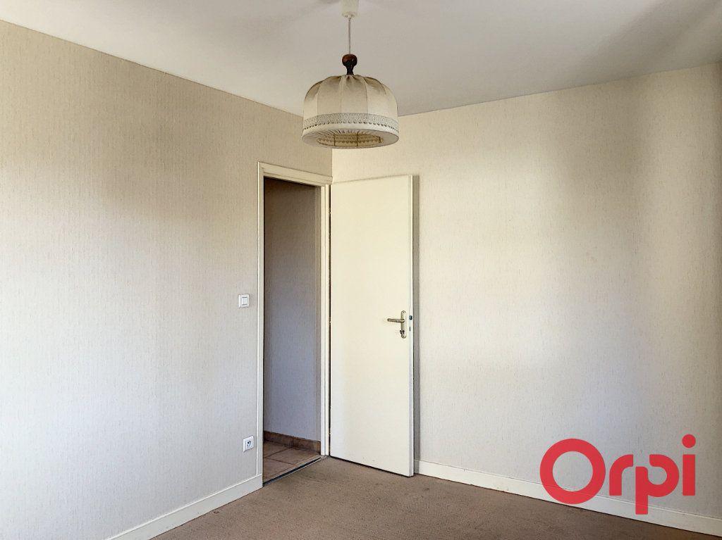 Appartement à vendre 3 76.02m2 à Saint-Amand-Montrond vignette-7