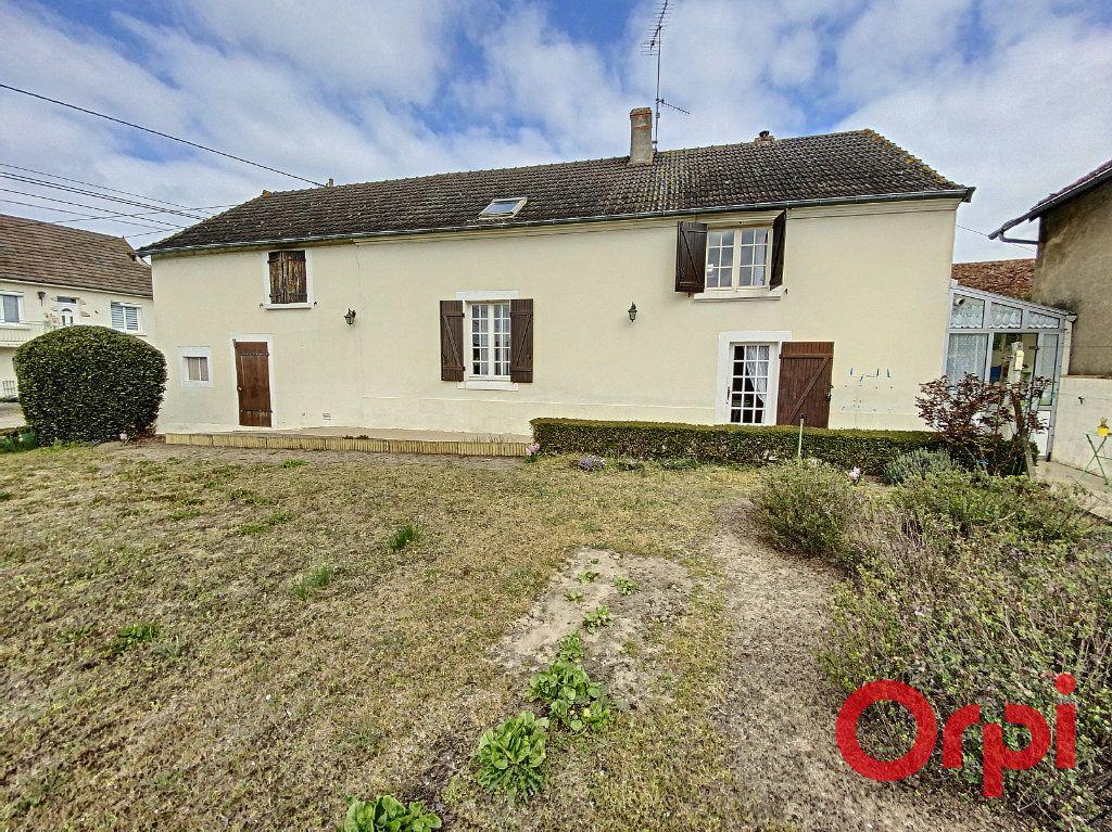 Maison à vendre 4 82m2 à Saint-Amand-Montrond vignette-1
