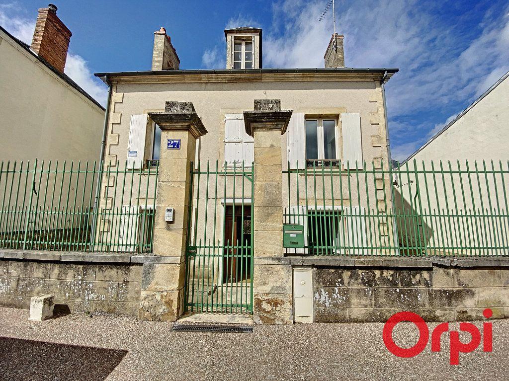 Maison à vendre 7 140m2 à Saint-Amand-Montrond vignette-1