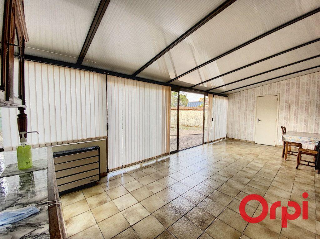 Maison à vendre 7 140m2 à Saint-Amand-Montrond vignette-2