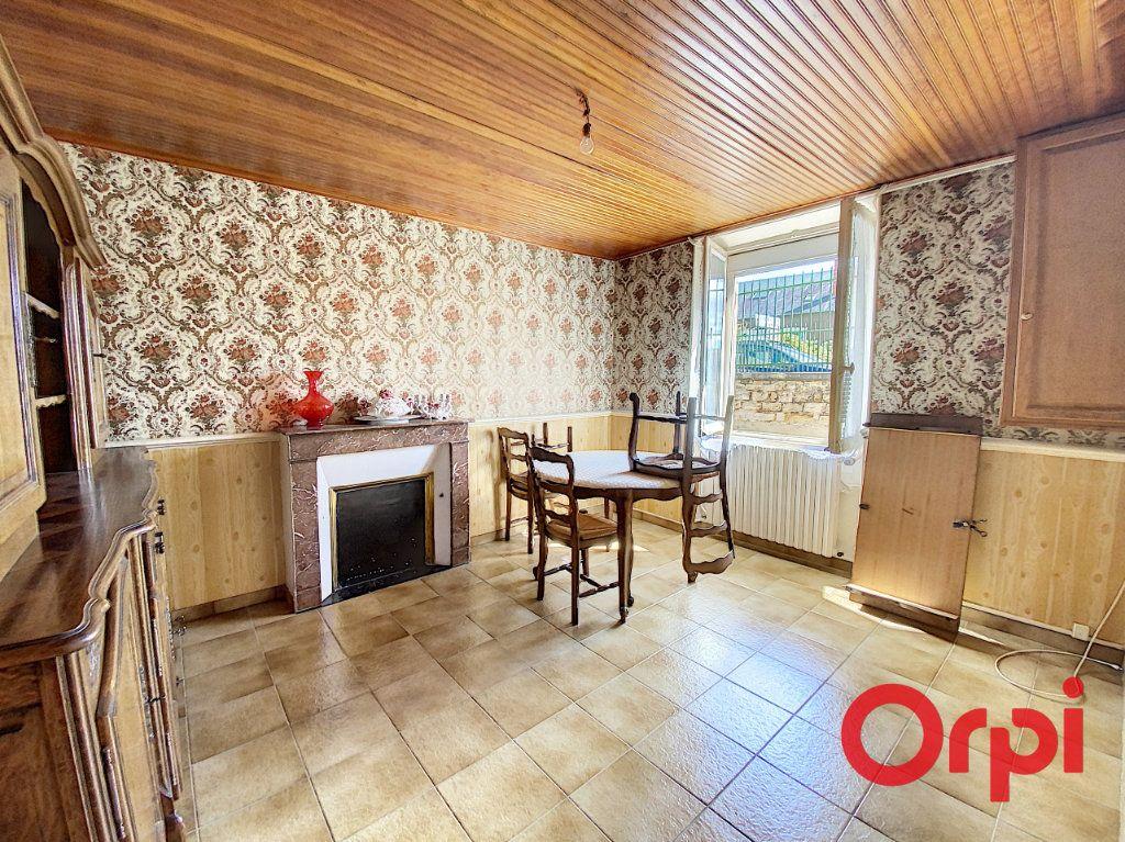 Maison à vendre 7 140m2 à Saint-Amand-Montrond vignette-3