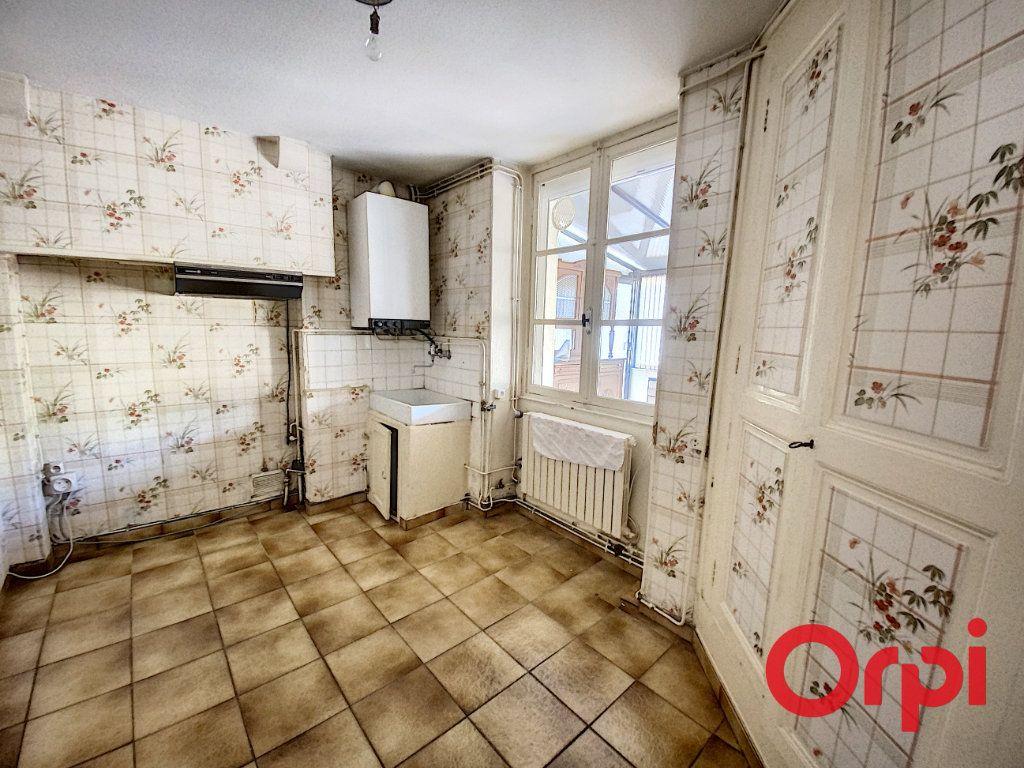 Maison à vendre 7 140m2 à Saint-Amand-Montrond vignette-4
