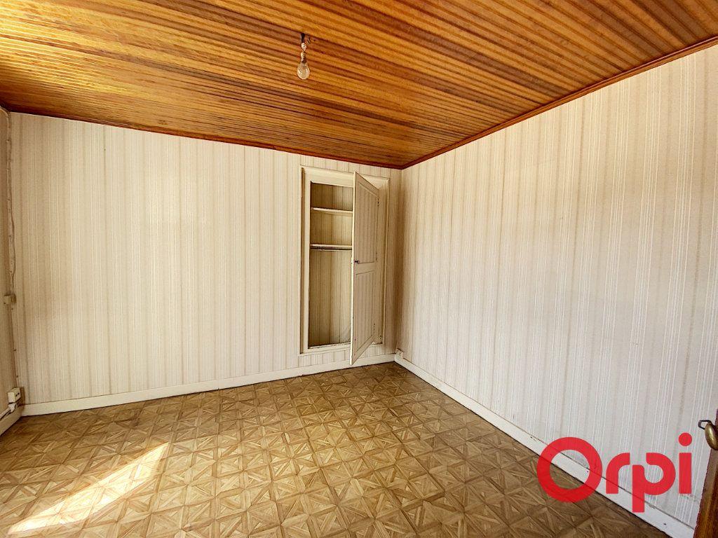 Maison à vendre 7 140m2 à Saint-Amand-Montrond vignette-5