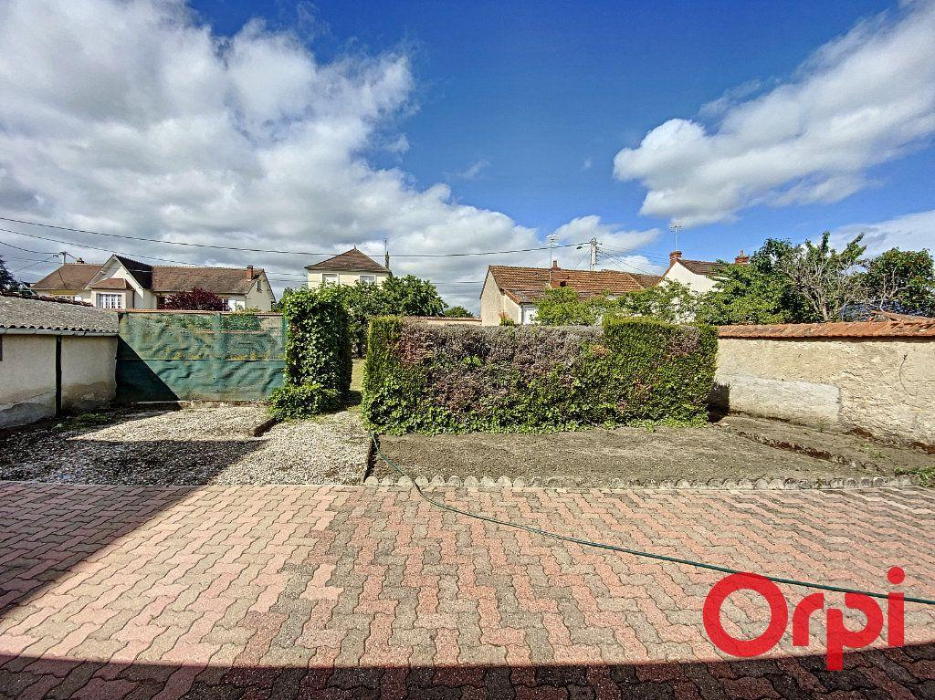 Maison à vendre 7 140m2 à Saint-Amand-Montrond vignette-6
