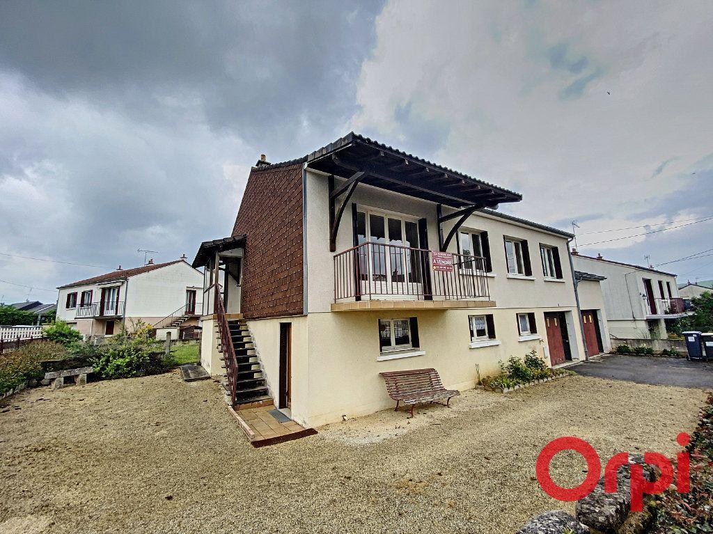 Maison à vendre 4 90m2 à Saint-Amand-Montrond vignette-1