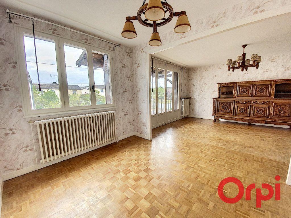 Maison à vendre 4 90m2 à Saint-Amand-Montrond vignette-2