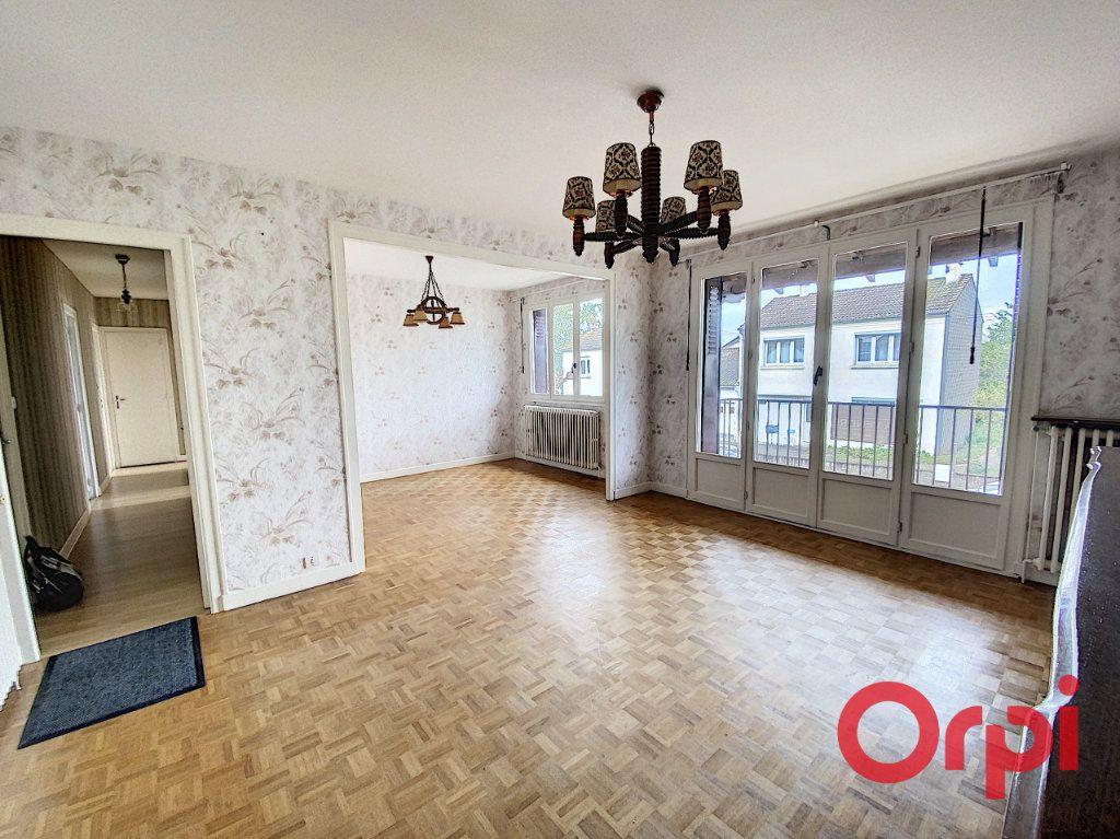 Maison à vendre 4 90m2 à Saint-Amand-Montrond vignette-3