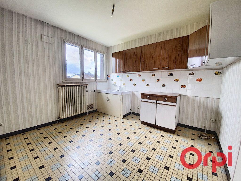Maison à vendre 4 90m2 à Saint-Amand-Montrond vignette-4