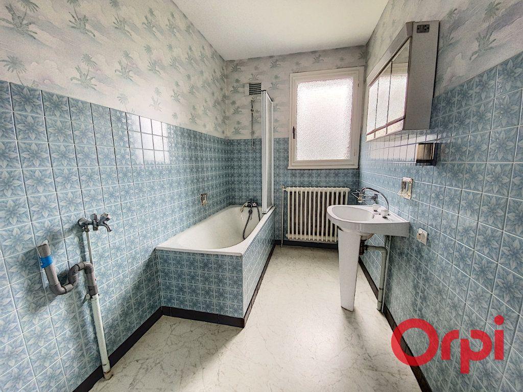 Maison à vendre 4 90m2 à Saint-Amand-Montrond vignette-5