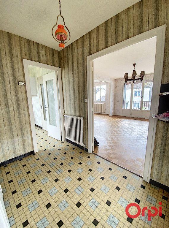 Maison à vendre 4 90m2 à Saint-Amand-Montrond vignette-6