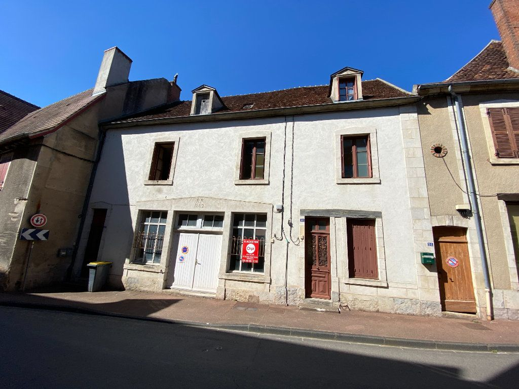 Immeuble à vendre 0 132.8m2 à Ainay-le-Château vignette-1