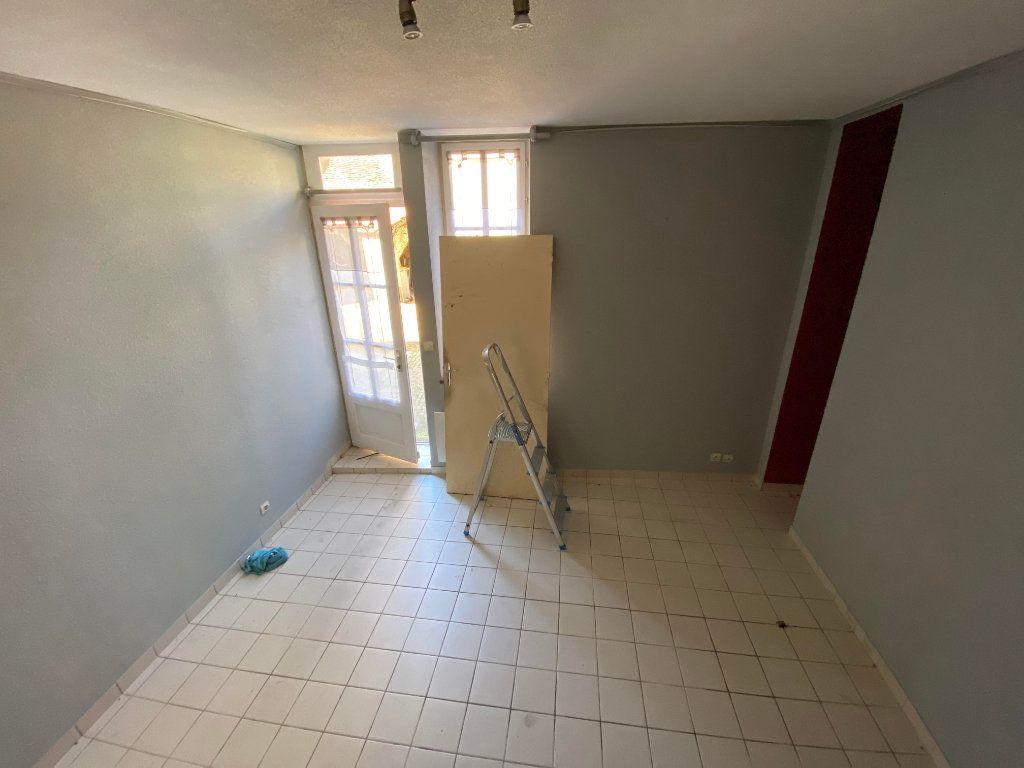 Immeuble à vendre 0 132.8m2 à Ainay-le-Château vignette-3