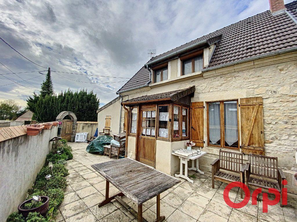 Maison à vendre 4 97m2 à Saint-Amand-Montrond vignette-1
