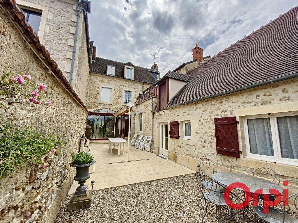 Maison à vendre 7 241m2 à Saint-Amand-Montrond vignette-1