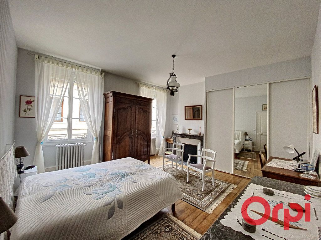 Maison à vendre 7 241m2 à Saint-Amand-Montrond vignette-8