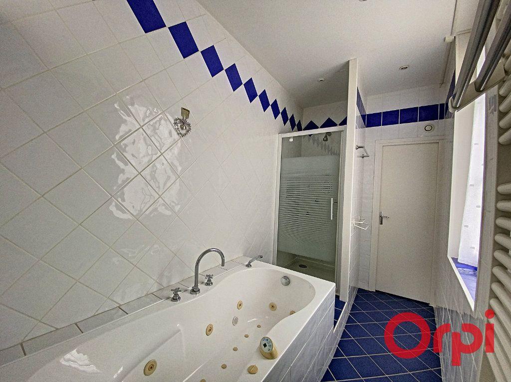 Maison à vendre 7 241m2 à Saint-Amand-Montrond vignette-9