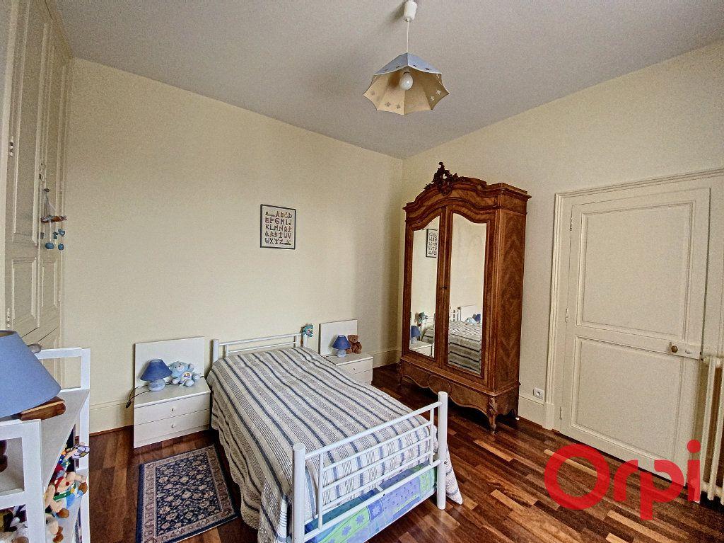 Maison à vendre 7 241m2 à Saint-Amand-Montrond vignette-11