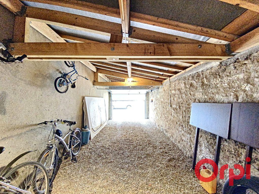 Maison à vendre 7 241m2 à Saint-Amand-Montrond vignette-16