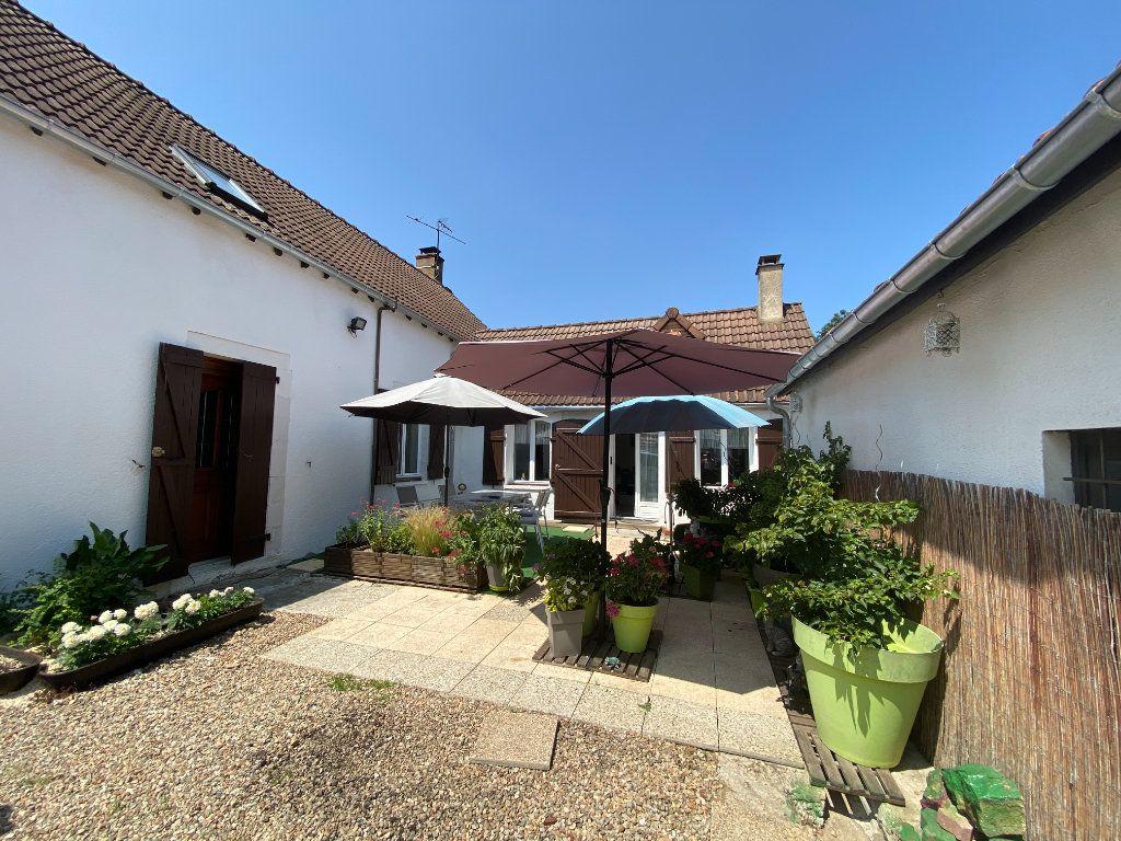 Maison à vendre 4 133m2 à Charenton-du-Cher vignette-1
