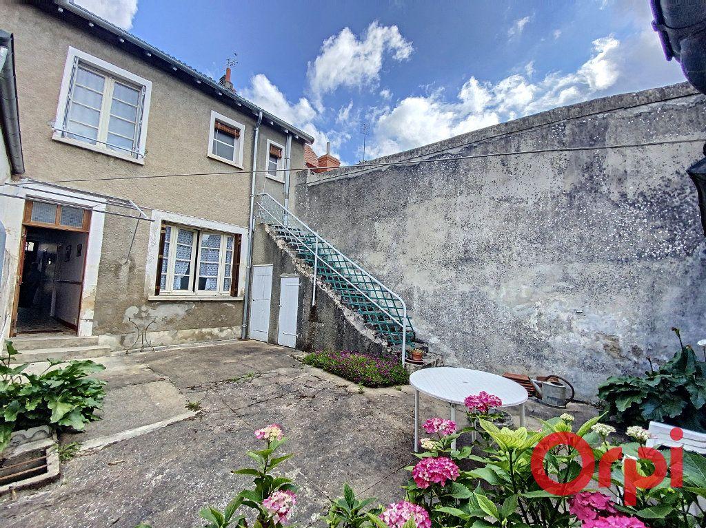 Maison à vendre 4 100m2 à Saint-Amand-Montrond vignette-1