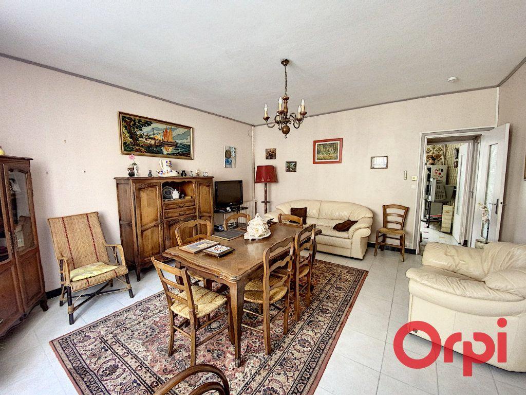 Maison à vendre 4 100m2 à Saint-Amand-Montrond vignette-2