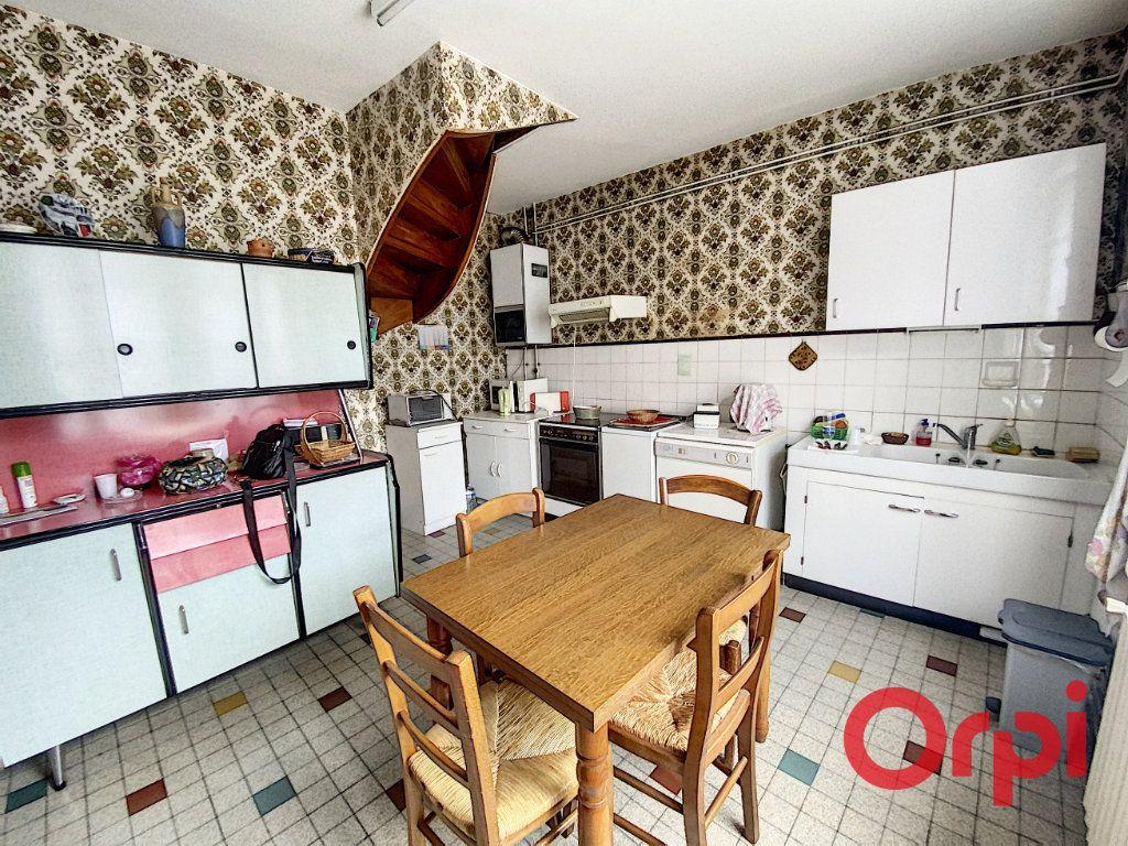 Maison à vendre 4 100m2 à Saint-Amand-Montrond vignette-5