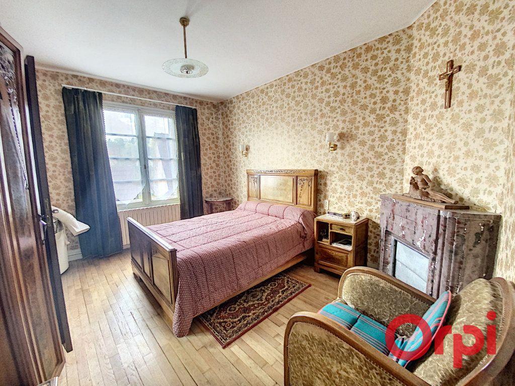 Maison à vendre 4 100m2 à Saint-Amand-Montrond vignette-8
