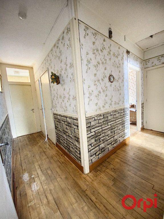 Maison à vendre 4 100m2 à Saint-Amand-Montrond vignette-9