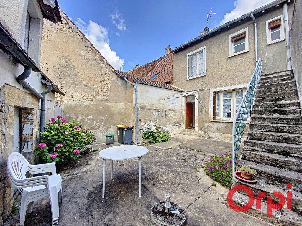 Maison à vendre 4 100m2 à Saint-Amand-Montrond vignette-11
