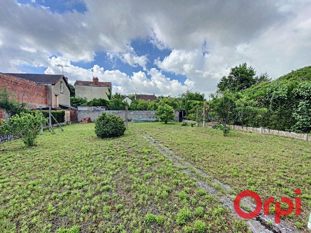 Maison à vendre 4 100m2 à Saint-Amand-Montrond vignette-12