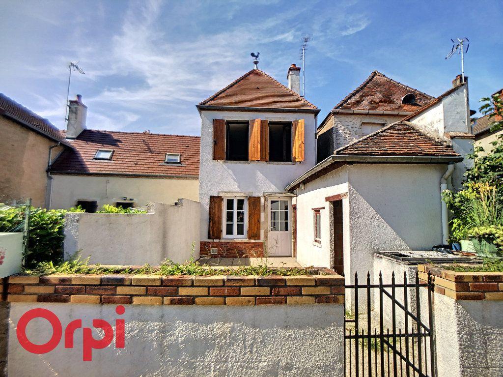Maison à vendre 5 116m2 à Bessais-le-Fromental vignette-1