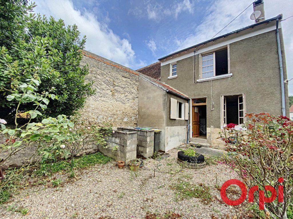 Maison à vendre 3 75m2 à Ainay-le-Vieil vignette-1