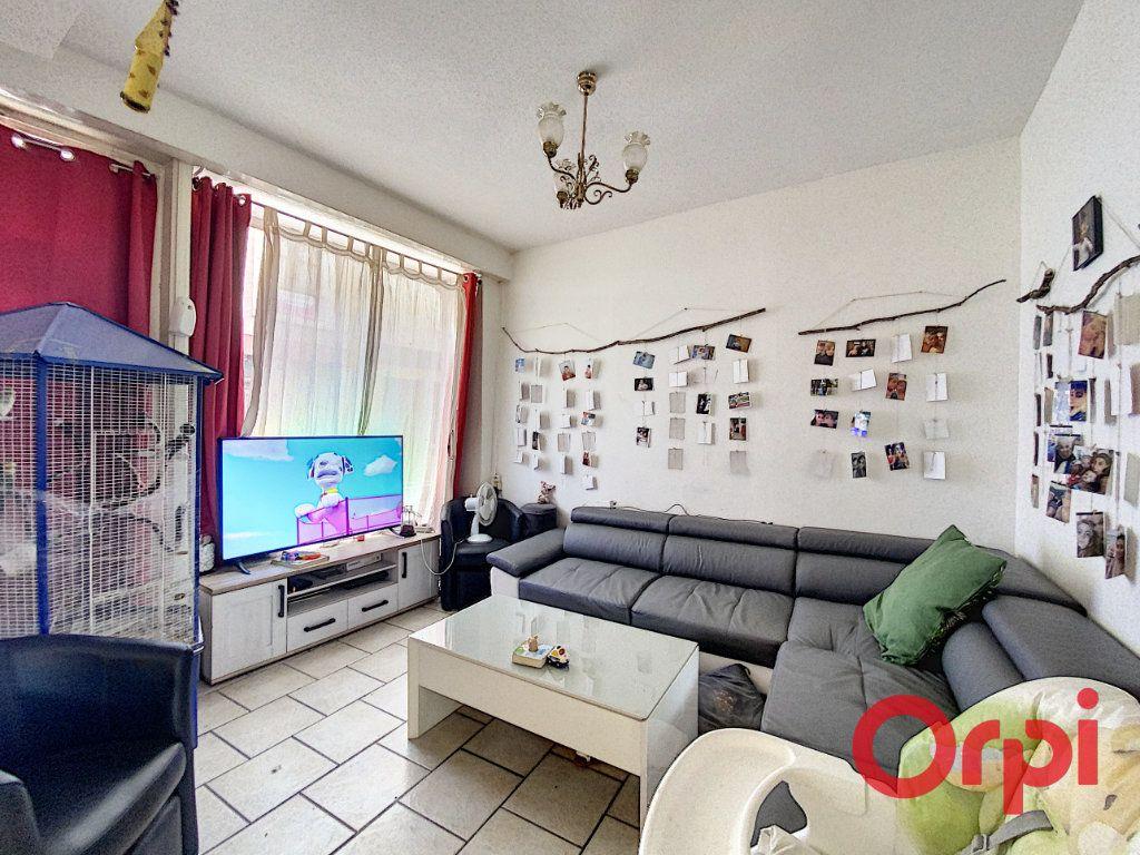 Maison à vendre 4 108.3m2 à Ainay-le-Château vignette-2