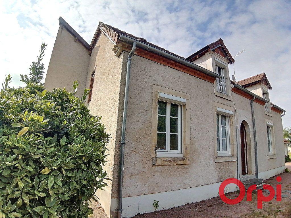 Maison à vendre 6 173m2 à Charenton-du-Cher vignette-1