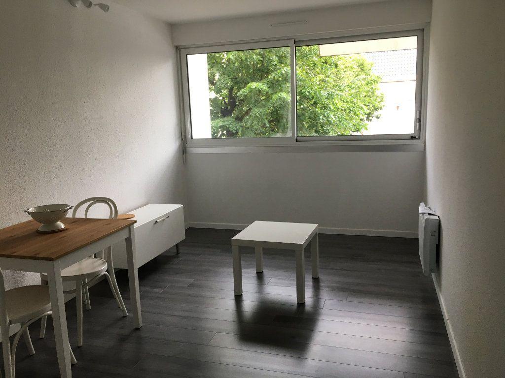 Appartement à louer 1 18.11m2 à Bordeaux vignette-1